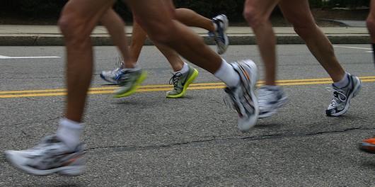 Especialista UPLA advierte de los riesgos de correr en el cemento y sin calzado adecuado