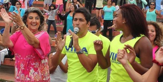 Animador del Festival de Viña del Mar, inició de esta forma una serie de actividades promocionales del certamen musical.