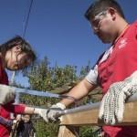 """La actividad se dio en el marco del programa de accesibilidad de Teletón """"ABRE"""",  donde los voluntarios de Teletón Valparaíso instalaron adecuaciones a 10 familias de la región."""