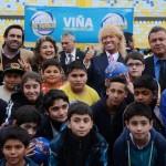 Filántropo chileno entregó  junto a alcaldesa Virginia  Reginato, mil pelotas de la misma marca utilizada en la pasada Copa América.