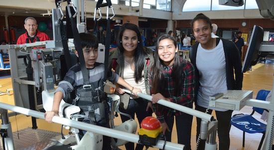 Selección femenina de fútbol visita Instituto Teletón Santiago